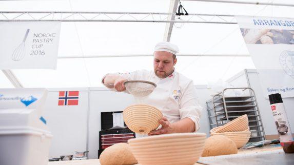 Finpusser brødskulptur til Nordic