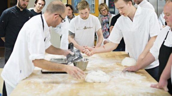 Bakerne er først ute når diplomutdanningen kan tas på nett