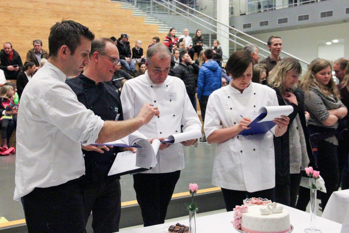 Dommerne vurderer kaker under Rogalandsmesterskapet 2017.