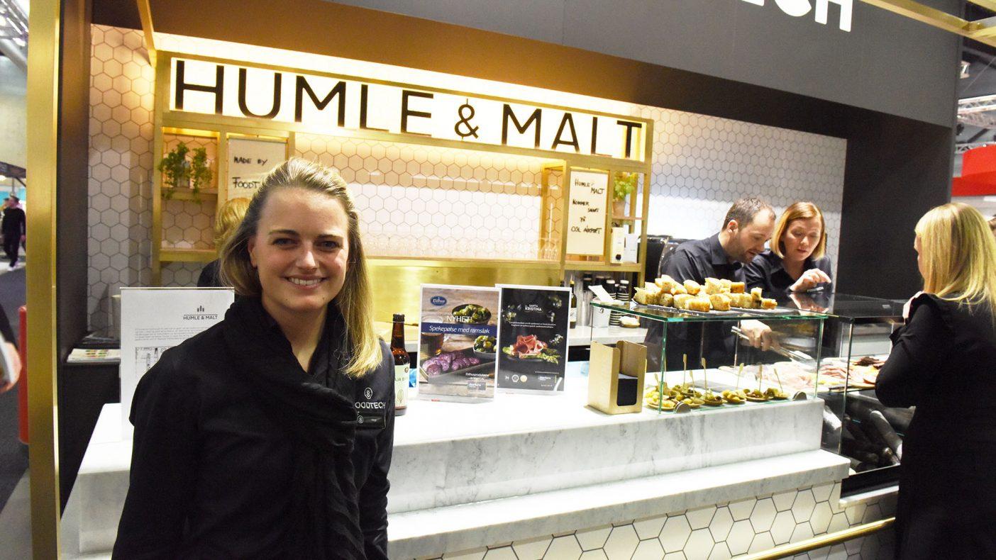 Hege Søgaard Moen i Foodtech Industri og Storkjøkken går travle tider i møte med en rekke leveranser av spisesteder på Oslo Lufthavn.