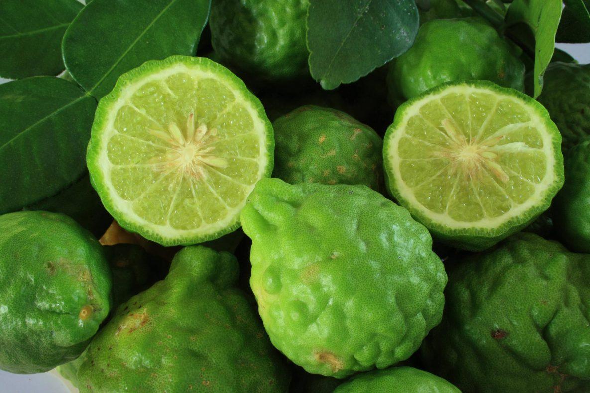Kaffirlime er opprinnelig fra Indonesia, men er mye brukt i thailandsk mat.
