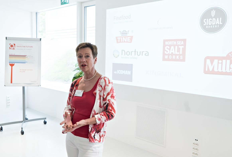 Gisela Wiese-Hansen forteller norske journalister om årets Anuga-messe