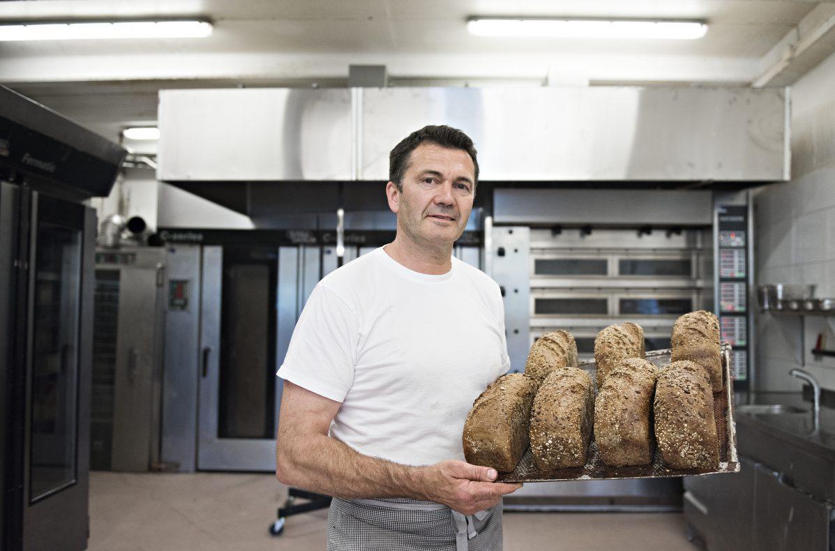 Tomm Munthe i produksjonslokalet i Ski, hvor hoveddelen av produksjonen til …Piece of Cake!-kjeden vil finne sted.