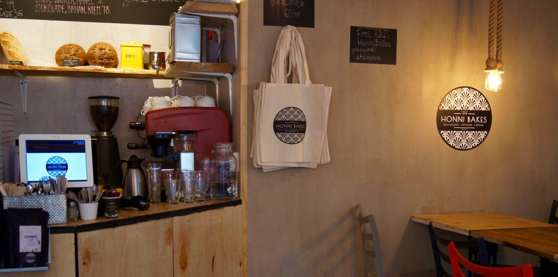 Honni Bakes selger også egne brødposer.