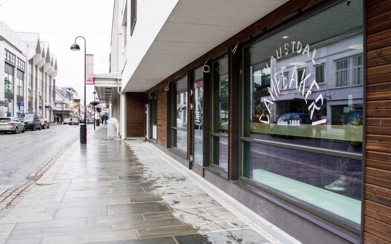 Den nye kaféen til Naustdal Dampbakeri i Florø ligger i Byporten, helt øst i Strandgata.