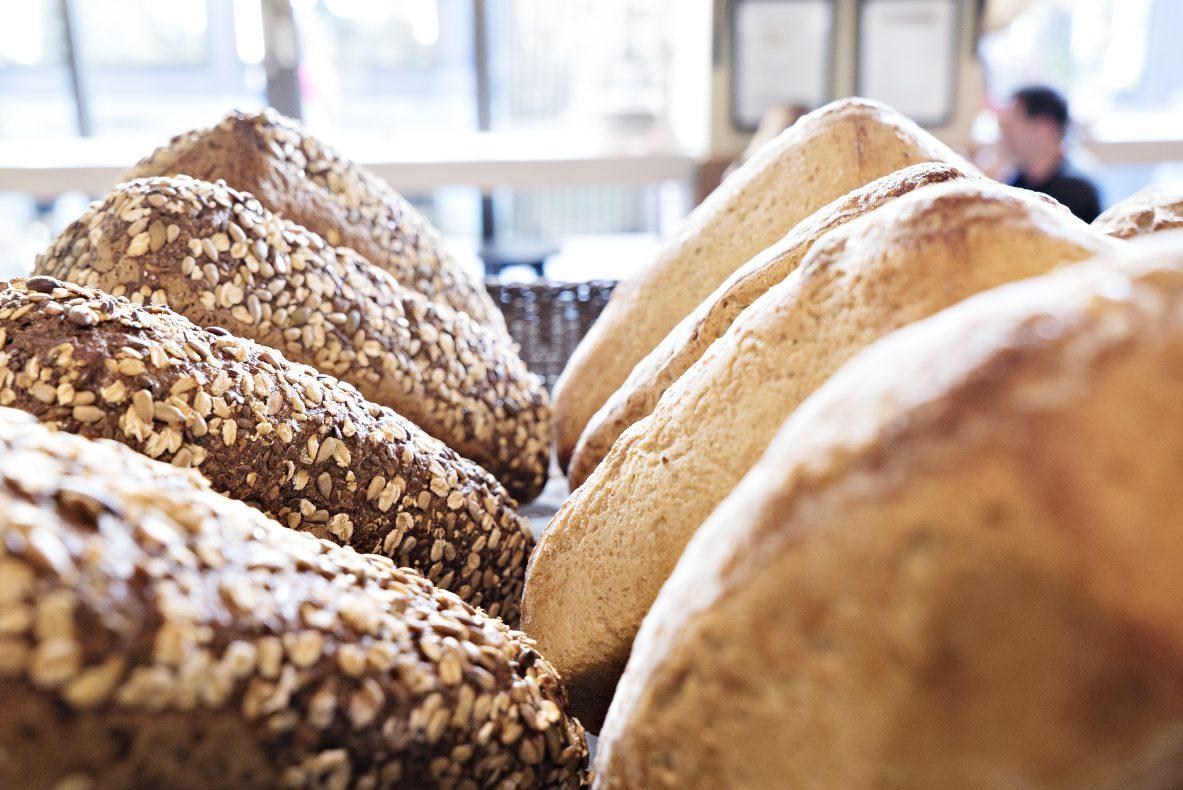 Alle brød er 100 prosent økologiske og ingen er gjær tilsettes, kun surdeig.