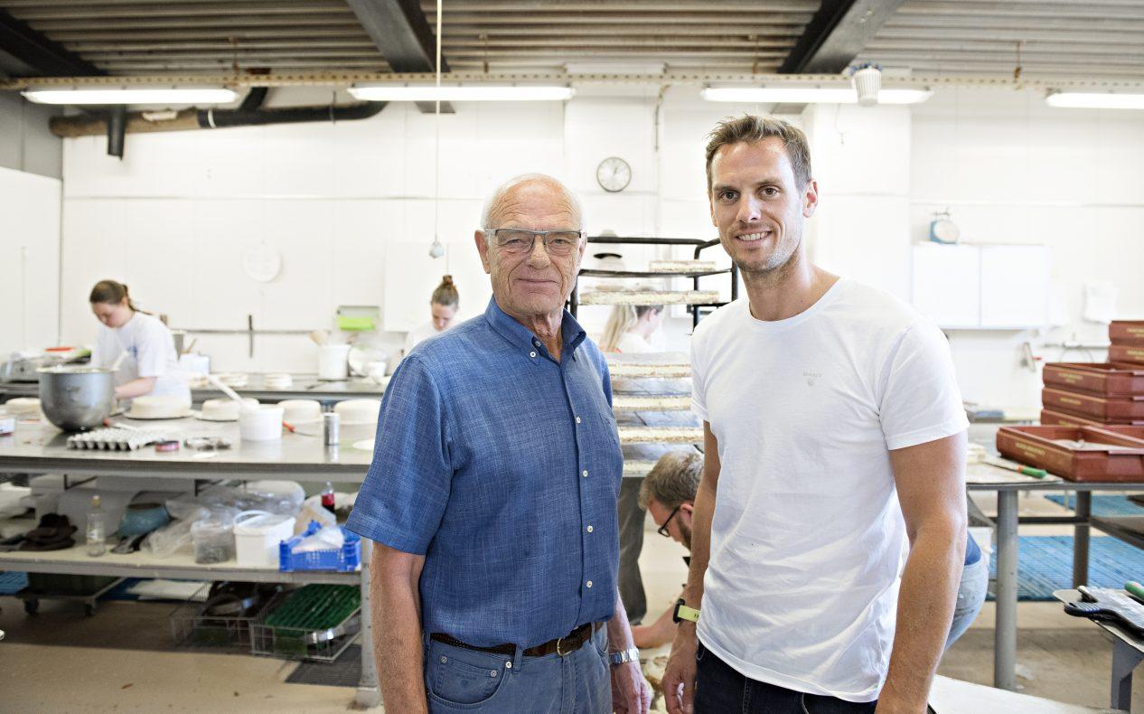 Tidligere eier og far, Per Nestor Jørgensen, sammen med dagens driver og sønn, Peder Jørgensen.
