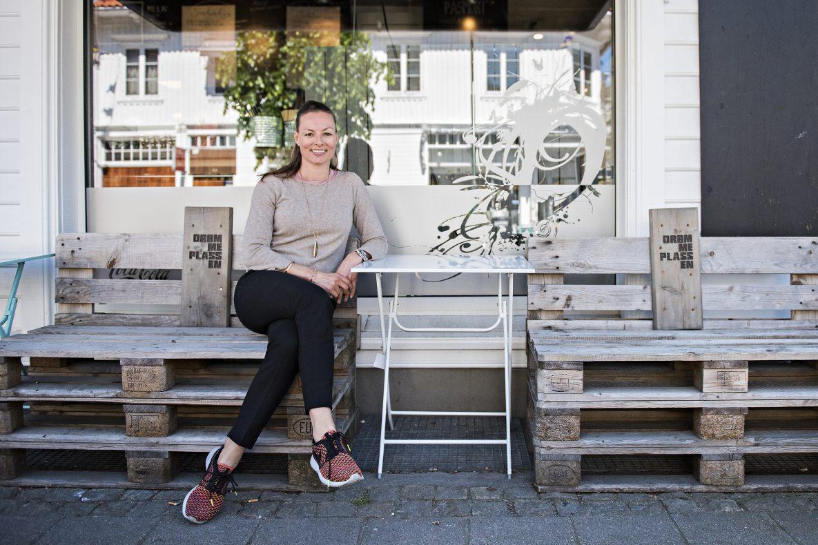 Åkki Lidi, daglig leder på Drømmeplassen i Kristiansand, ser lyst på fremtiden for baker- og konditorbransjen.