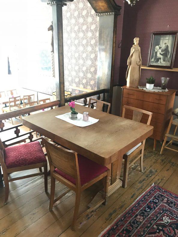 Mye av den gamle stilen er bevart hos Erlandsens Conditori.