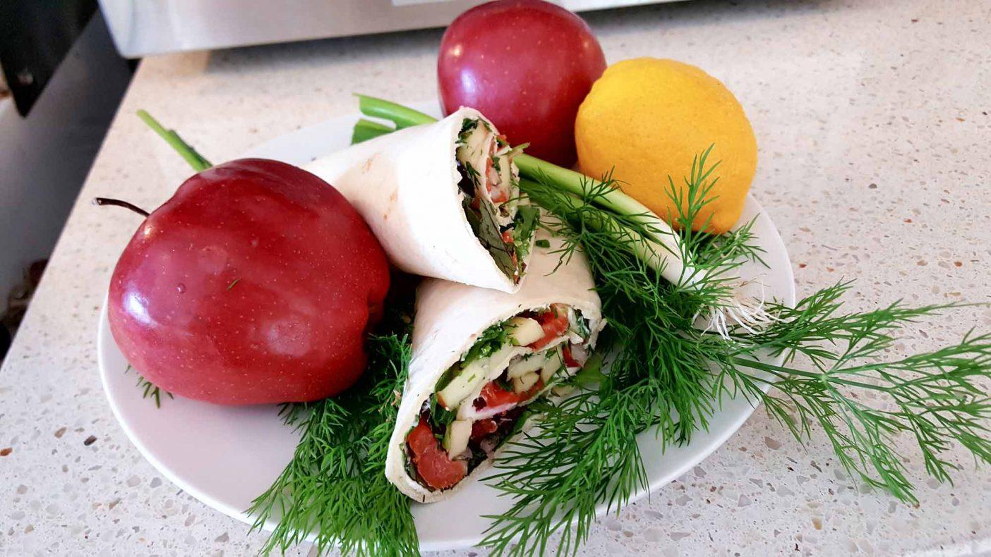 Wrap med ovnsrøkt ørret fra den lokale produsenten Villfisken er en av nyhetene hos Ritas Bakeri.