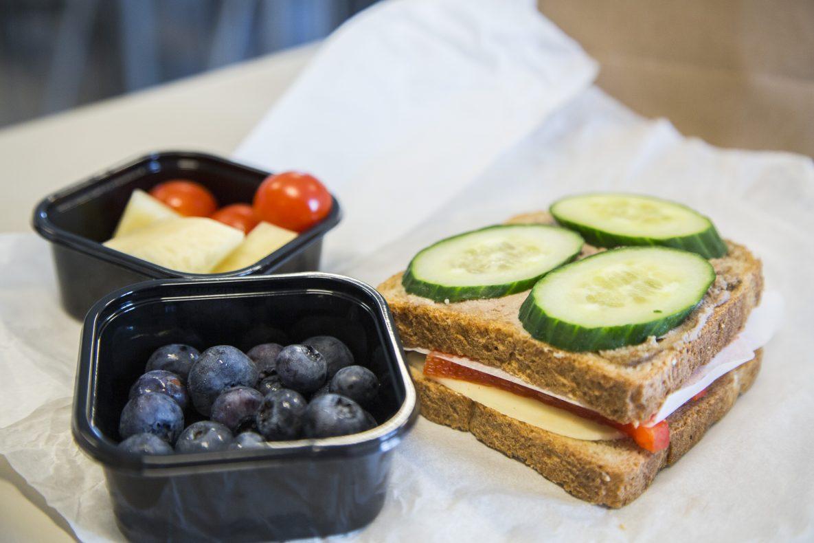 Er matpakka løsninga på det manglende skolemattilbudet i Norge?
