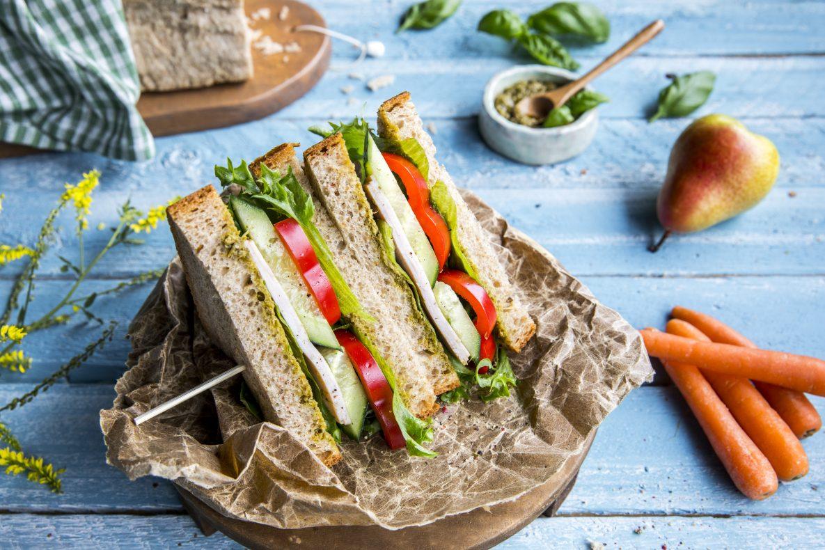 Selve brødtypene som brukes i matpakkene er havrebrød, grov kneip, Josefinebrød og rundstykker