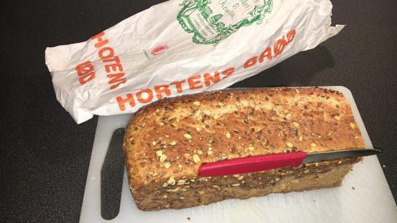 Brød med innbakt brødkniv