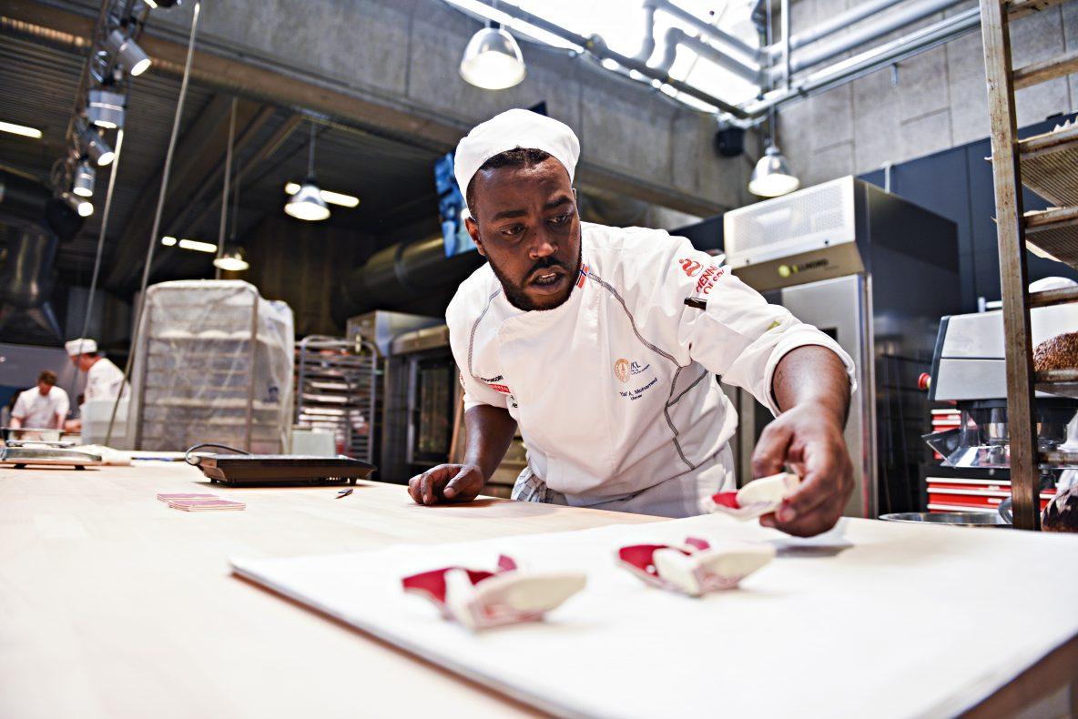 Yusuf Abdirahman Mohamed fikk hastverk med ferdigstilling av søtbaksten. Det gikk akkurat.
