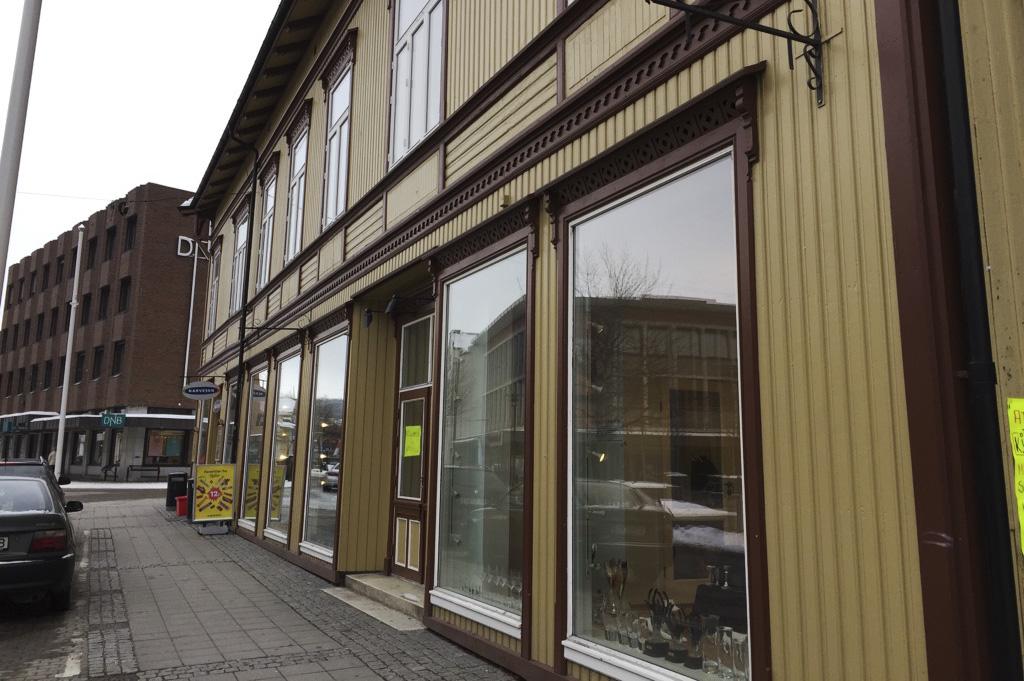 I dette bygget fra 1850-årene, midt i Porsgrunn sentrum, åpner Harmoni Håndverskbakeri til våren.