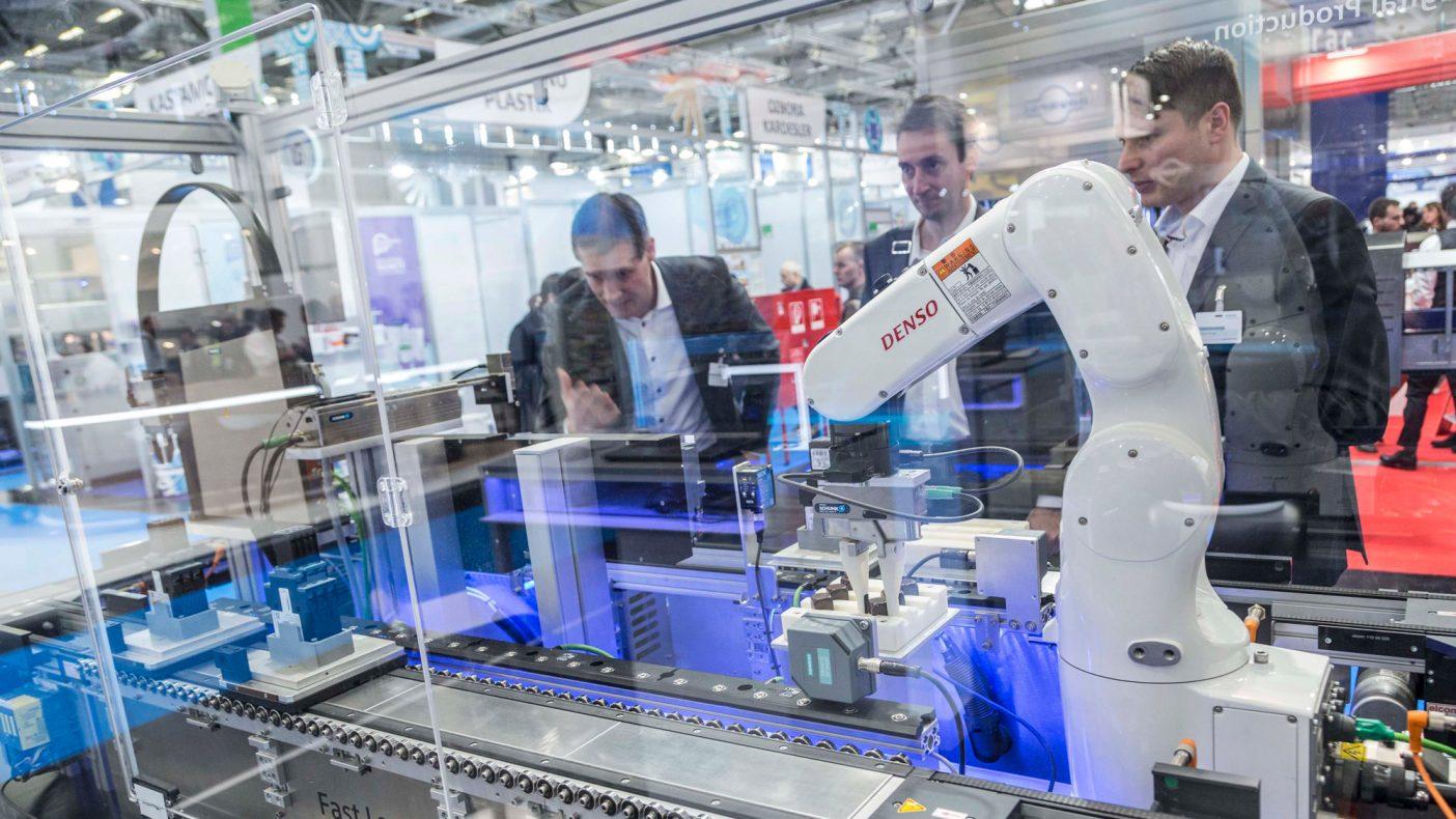 Industribakeriene og annen næringsmiddelindustri må forberede seg på flere roboter i produksjonen, og mange av dem har vært på messe for å se på hva fremtiden vil briunge.