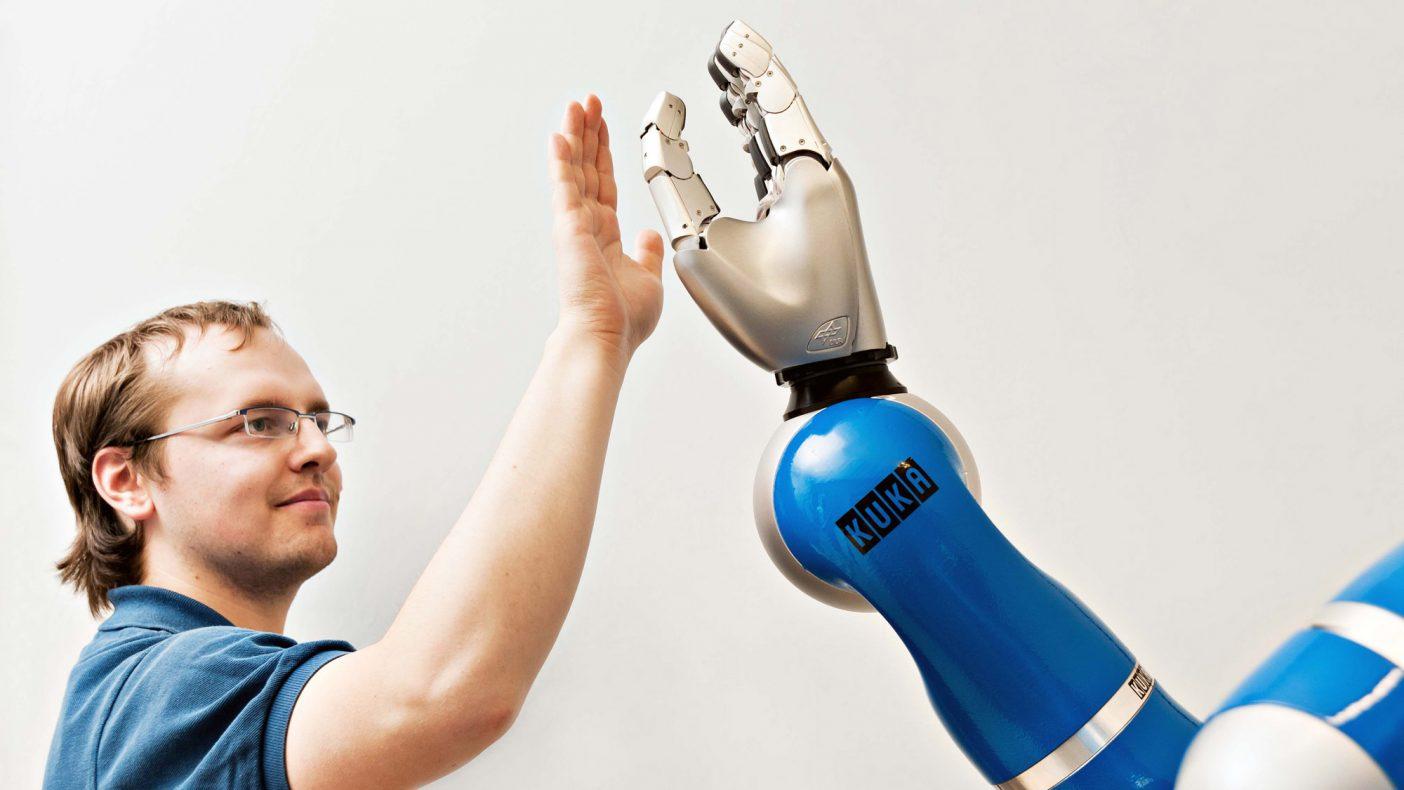 Når menneske og robot skal arbeide sammen, må roboten tilpasse farten og rytmen – av hensyn til sikkerheten.