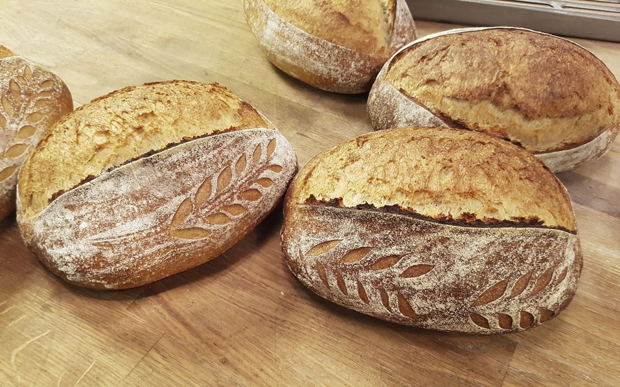 Surdeigsbrød på økologiske råvarer og pizza på surdeig er to viktige produkter i det nye bakerikonseptet til Ørjan Toreid Eriksen.