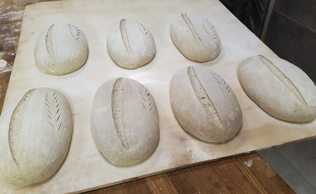 Brød er et veldig viktog produkt i alle restaurantene i kjeden og det stekes opp ferske brød hele dagen.