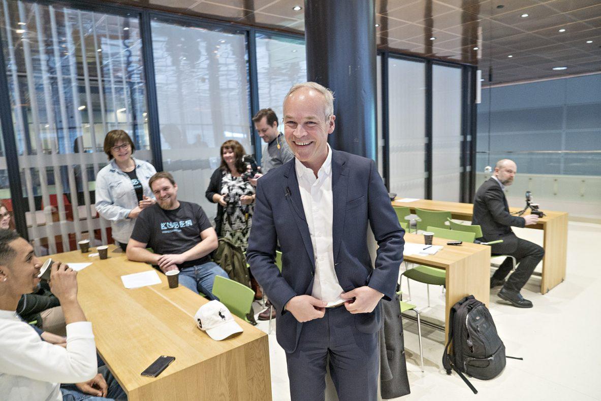 Kunnskaps- og integreringsminister, Jan Tore Sanner, er tydelig på at det må være en tett dialog mellom utdanning og arbeidslivet for å skape nok fagarbeidere inn i fremtiden.