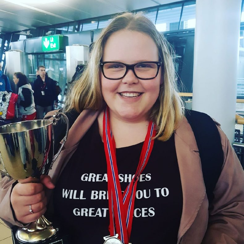 Glad vinner: Sara Igesund Christiansen, elev ved Sørumsand videregående skole.