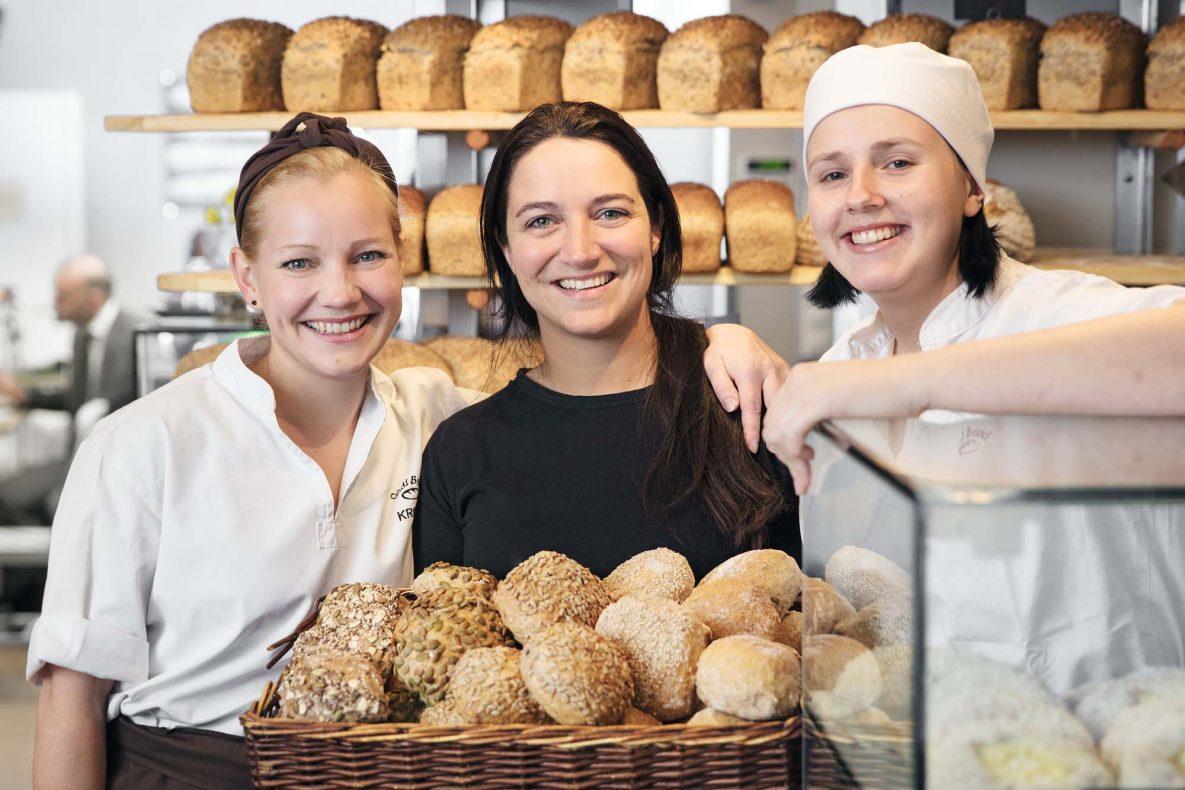 Markedssjef Kristin Larsen (til venstre) gleder seg til å åpne nytt i Trondheim – her sammen med daglig leder Elin Høgh Olsen og baker Anja Berg Fritz.