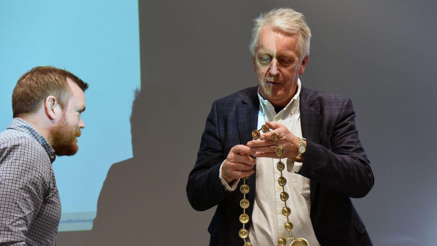 Axel Brun overrakte presidentkjedet til Ole John Berntsen på BKLFs generalforsamling i april.