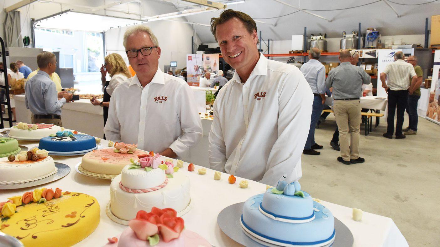 Jostein Huglen og Joachim Raanaas i Pals presenterte nye marsipanroser de har utviklet sammen med landslagets Ivar Bakke.