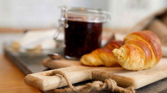 Satser på å leve av ekte croissanter