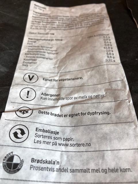 Nye regler: På sortere.no står det nå at brødposer laget av papir og plast skal kastes som restavfall.