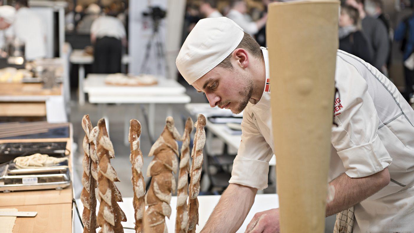Jonathan Burt fra Tollboden Bakeri i Flekkefjord konkurrerer om å bli Norgesmester i baking.