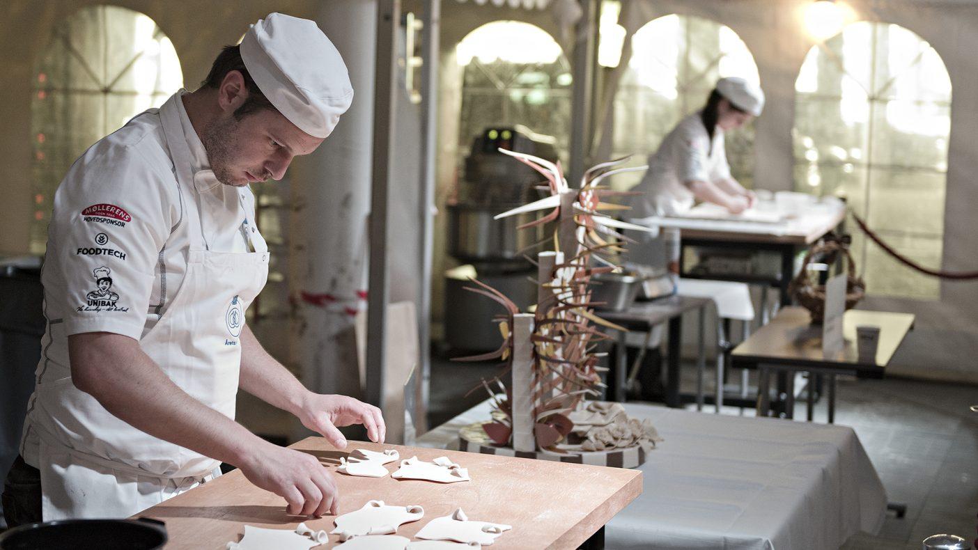 Loic Arquetout fra Søtt+Salt i Bergen konkurrerer om å bli Norgesmester i baking.