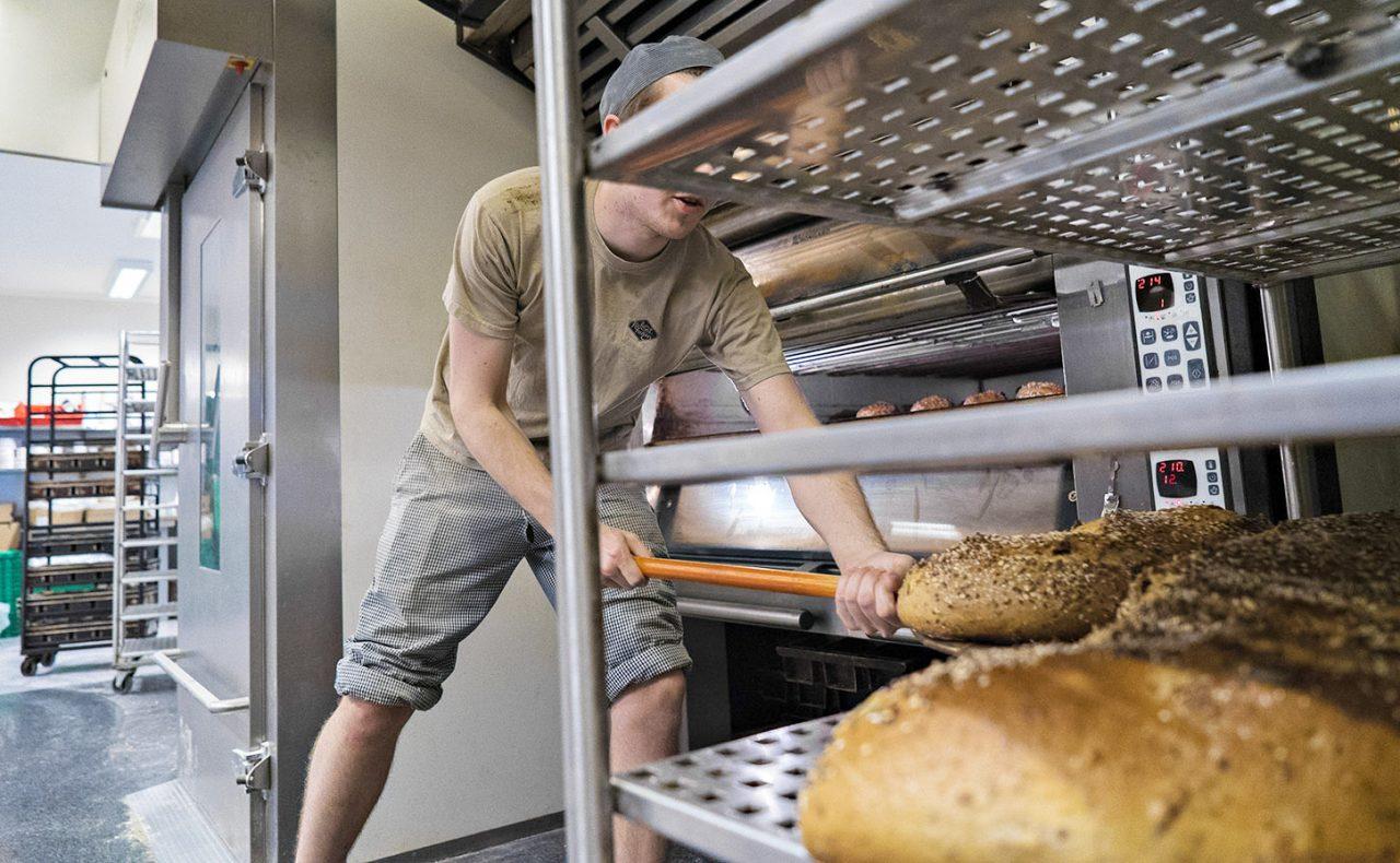 Kolonihagen Bakeri har i dag en kapasitet på om lag 2500 brød per dag pluss småvarer.