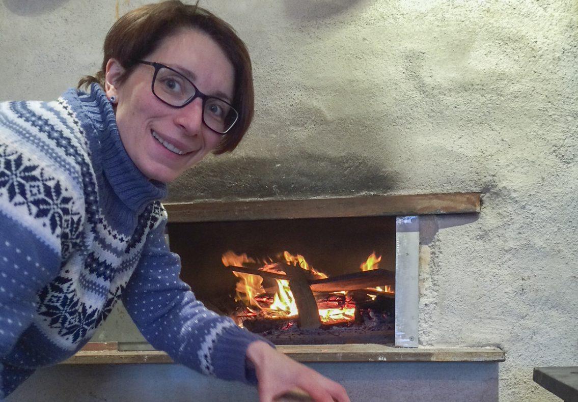 Veronica Olaisen fikk støtte fra kulturminnefondet for å restaurere den 141 år gamle steinovnen.
