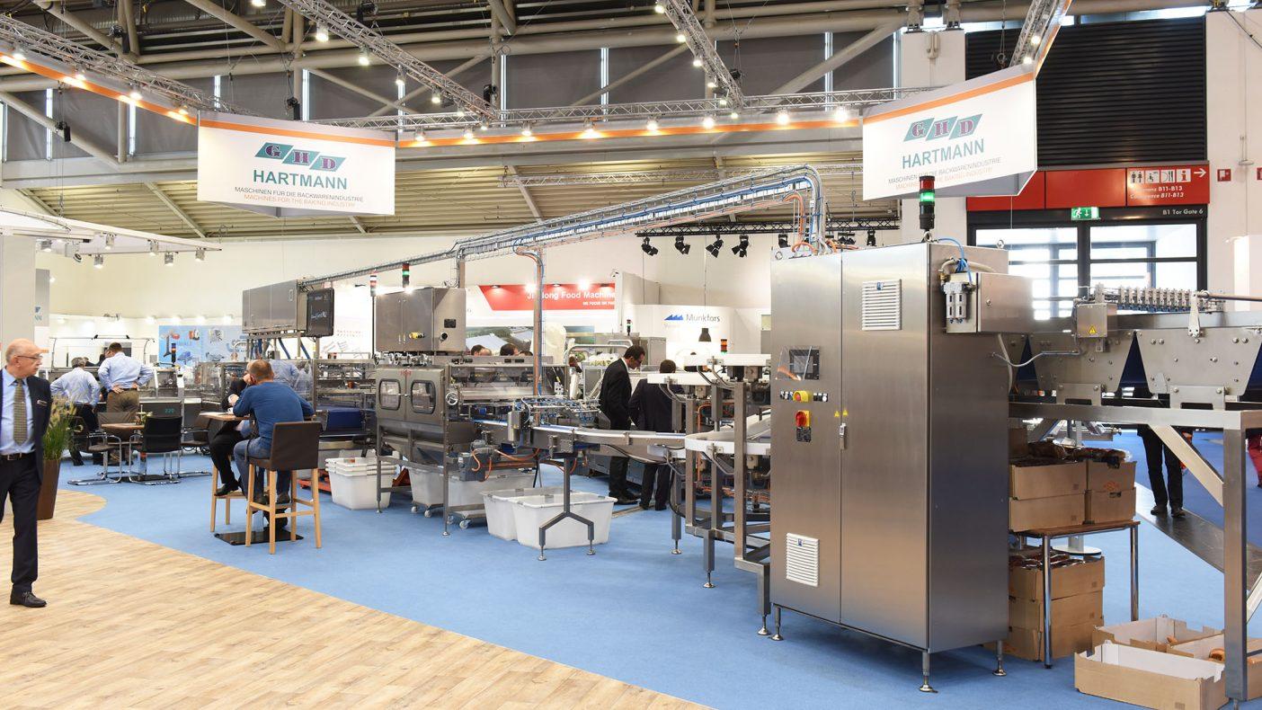 Den helautomatiske pakkemaskinen til det nye anlegget var en del av utstillingen på standen til Hartmann på Iba.