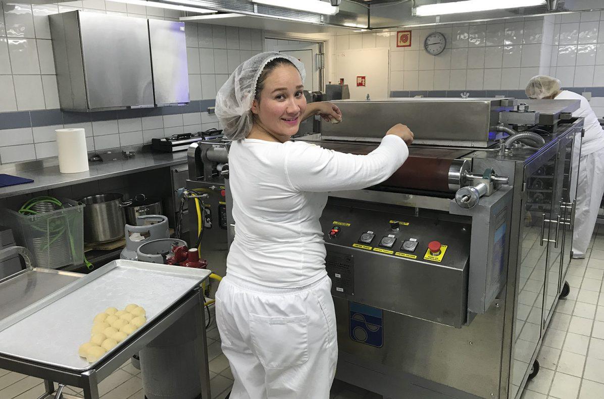 Den Mexicanske spesialiteten tortillas bakes og stekes i det nye bakeriet Como Mexico i Sola utenfor Stavanger. Leticia Rodriguez Castillon er tortillagründer sammen med ektemannen Eirik Myklebust.