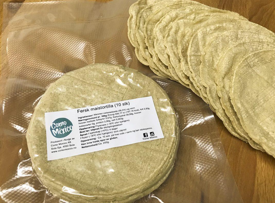 Den Mexicanske spesialiteten tortillas bakes og stekes i det nye bakeriet Como Mexico. Det produseres både mais-tortilla og hvete-tortilla.