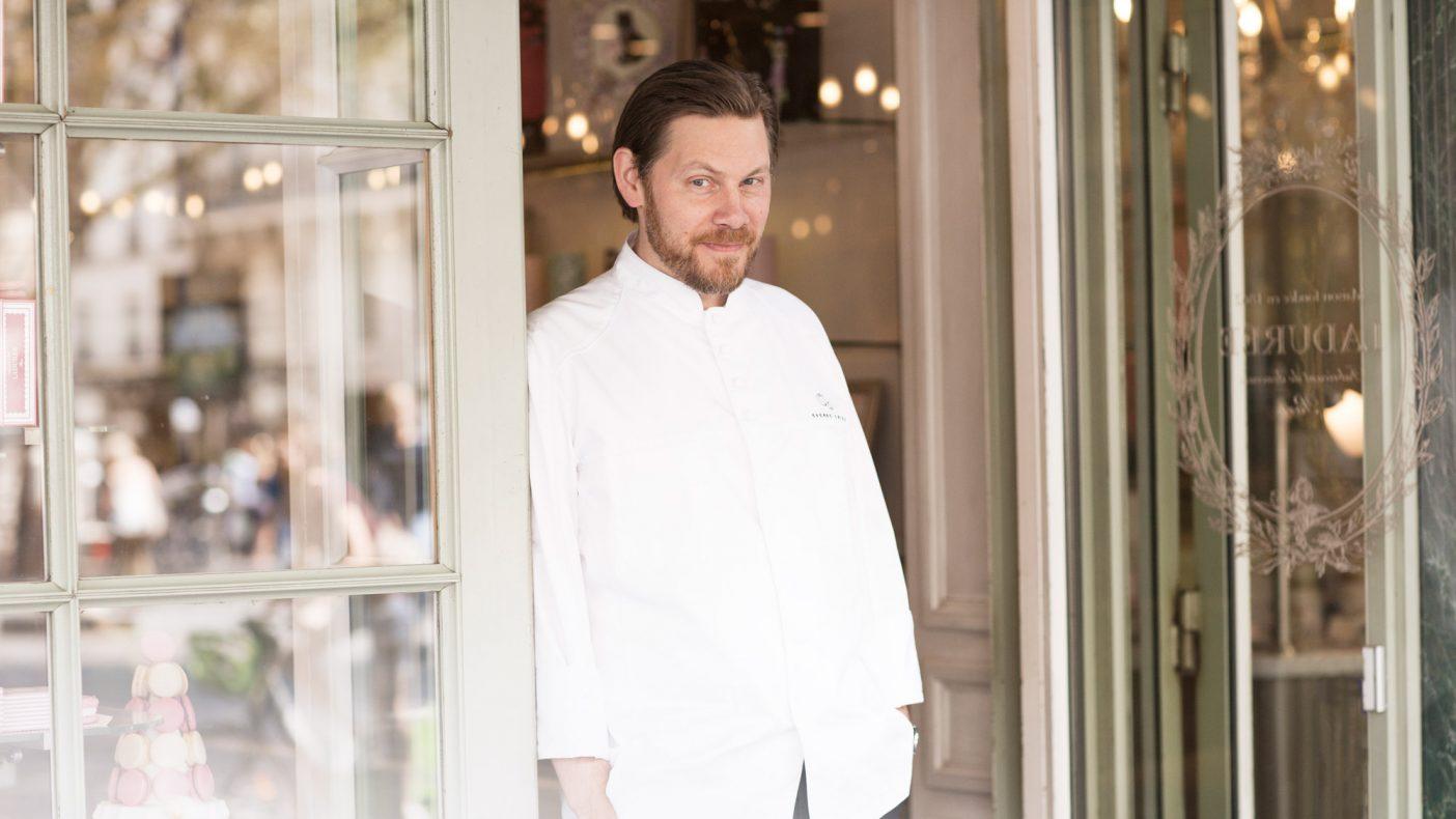 Sverre Sætre fotografert hos Ladurée i Paris i forbindelse med samarbeidsprosjektet i 2018.