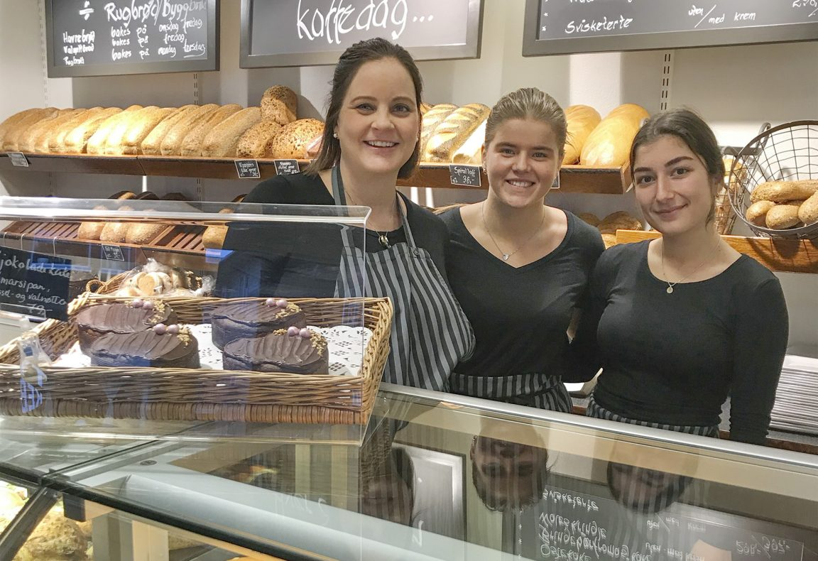 Små endringer har betydd mye for både ansatte og kunder. Her er daglig leder Anne sammen med Mali Motrøen Trøan og Ariana Alavi.