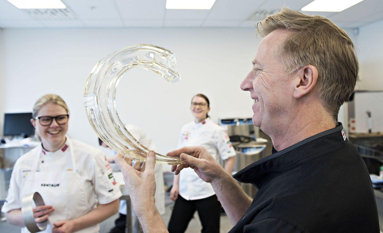 BKL hentet inn eksperten Martin Chiffers for å holde kurs i sjokolade og sukker.<br />Chiffers er for tiden Executive Pastry Chef på The Savoy i London.