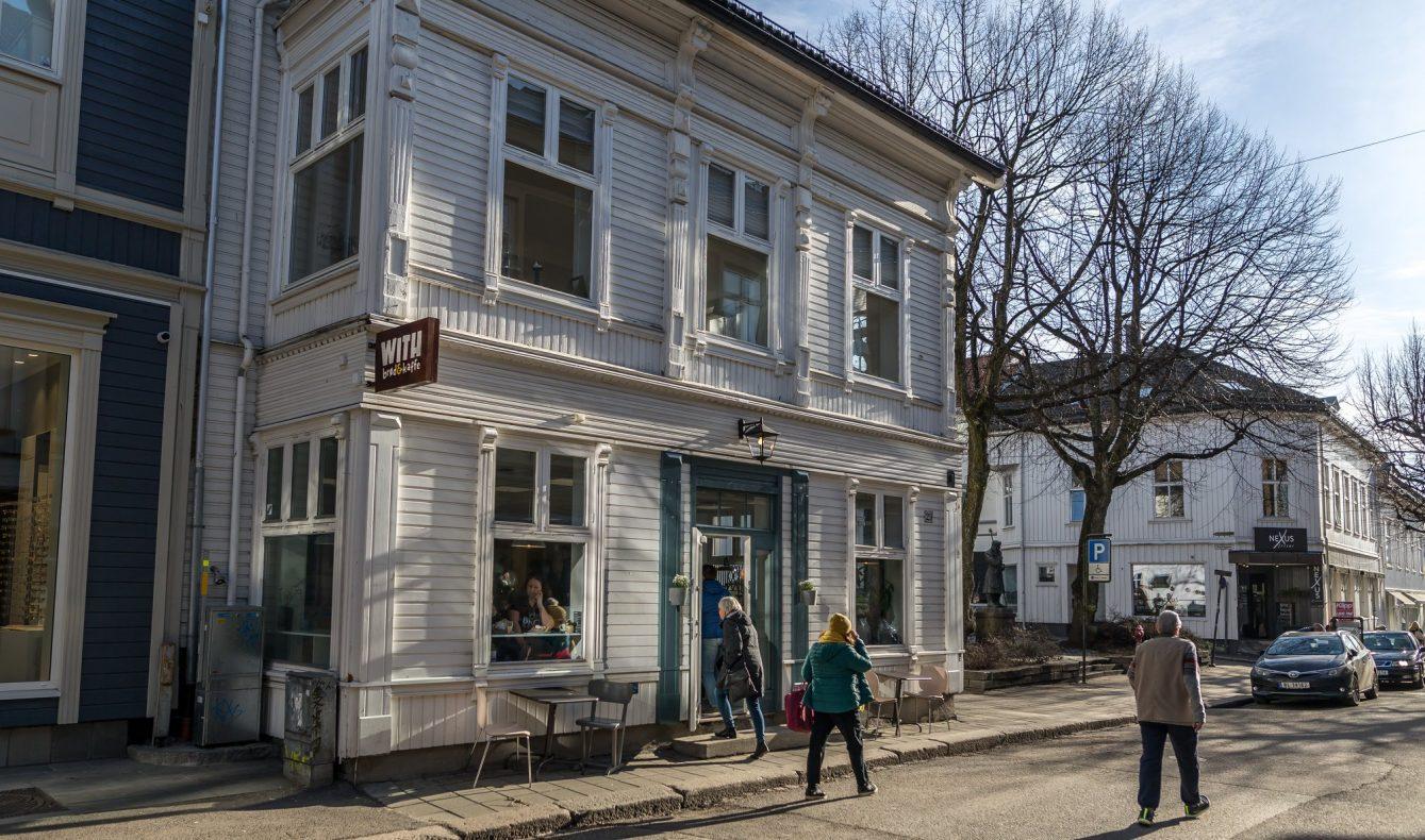 With brød & kaffe har flyttet inn i dette gamle trehuset, som ligger i Storgaten 29 i Tønsberg.
