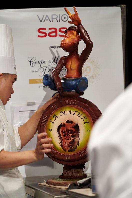 Malaysias skulpturer forestilte funky og lekne orangutanger som visstnok gjenspeilte personligheten til utøverne på laget.