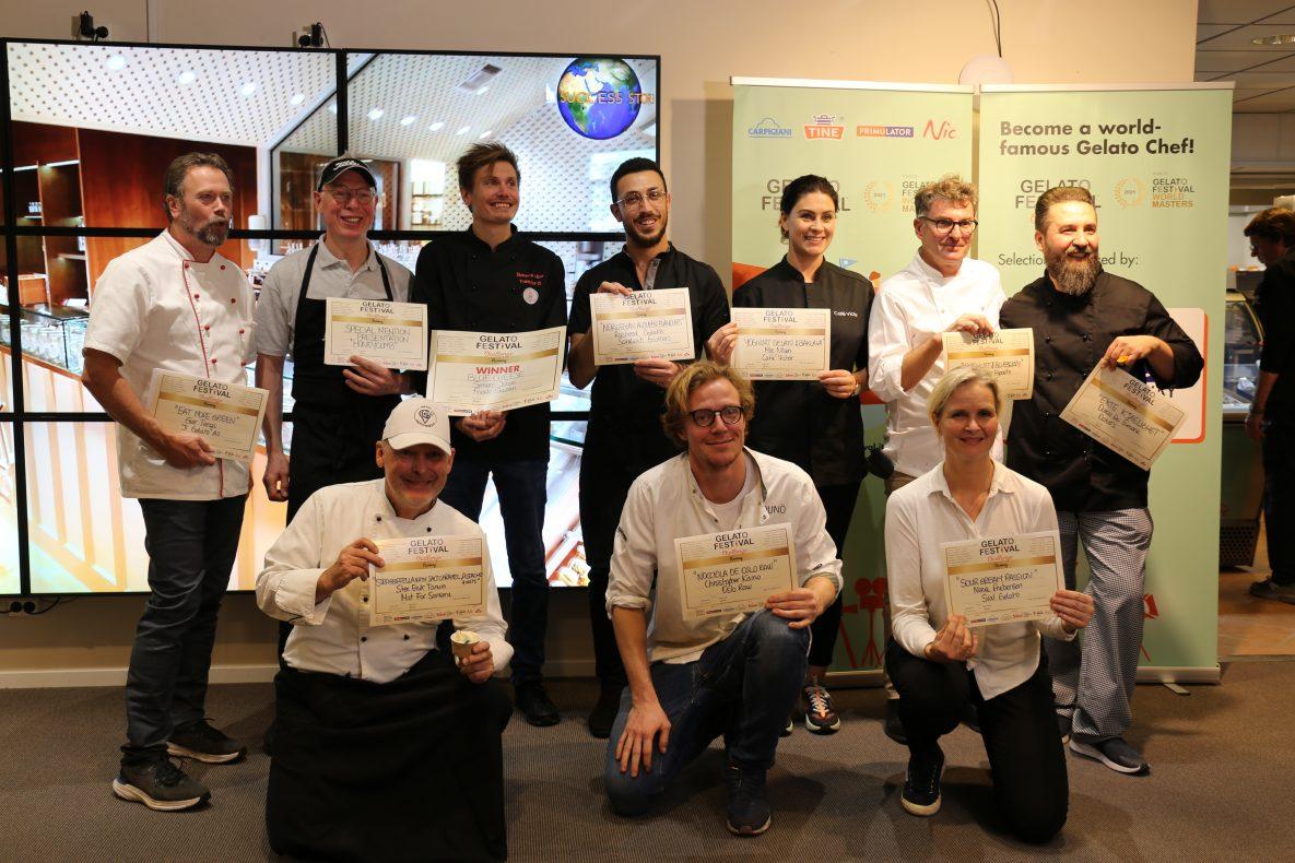 Disse 11 deltok i historiens første NM i gelato/iskrem, som ble vunnet av Frode Stavran (nummer tre bak fra venstre) fra Simens Isbar i Trondheim.