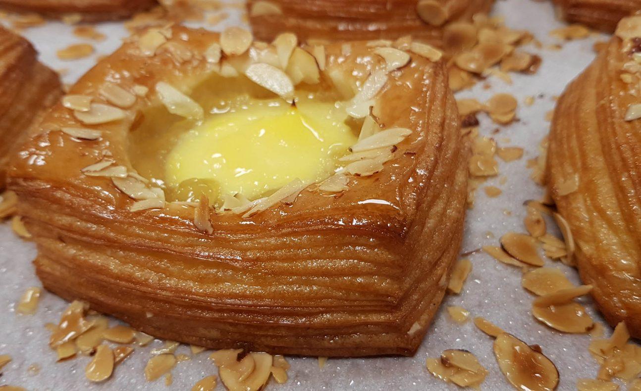 Bakke vil satse på å friste kundene enda mer med perfekt rullede wienerbrød og croissanter.