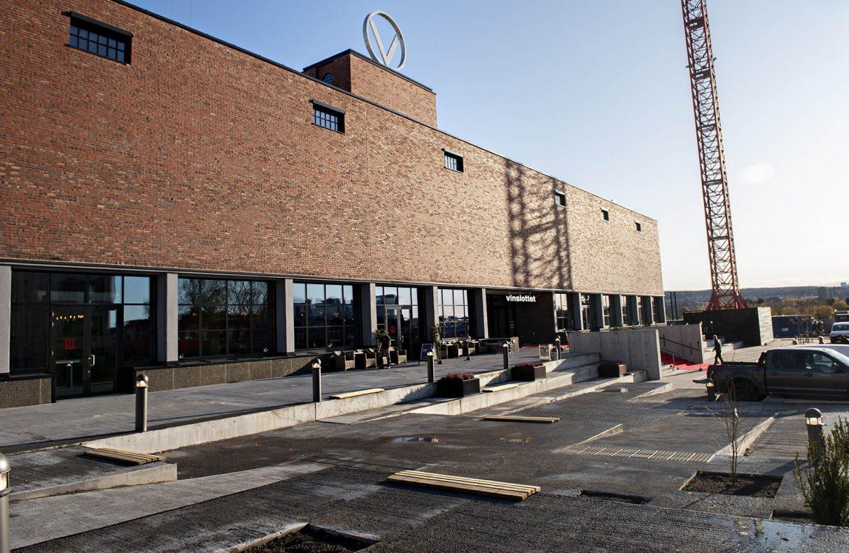 Bygget var i drift frem til 2012 og her har det vært huset mangt et fat med aquavit gjennom årens løp. Nå er det boliger og servicebedrifter og huset er nydøpt «Vinslottet».