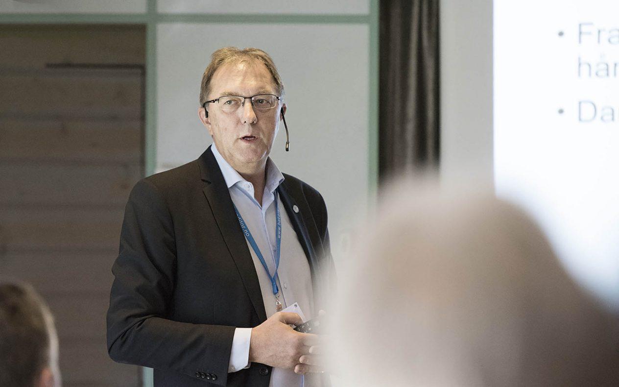 Gunnar Bakke har lite til overs for Vestland sin måte å løse situasjonen med svært gode søkertall på Vg2 baker og konditor ved Sandsli videregående skole i Bergen.