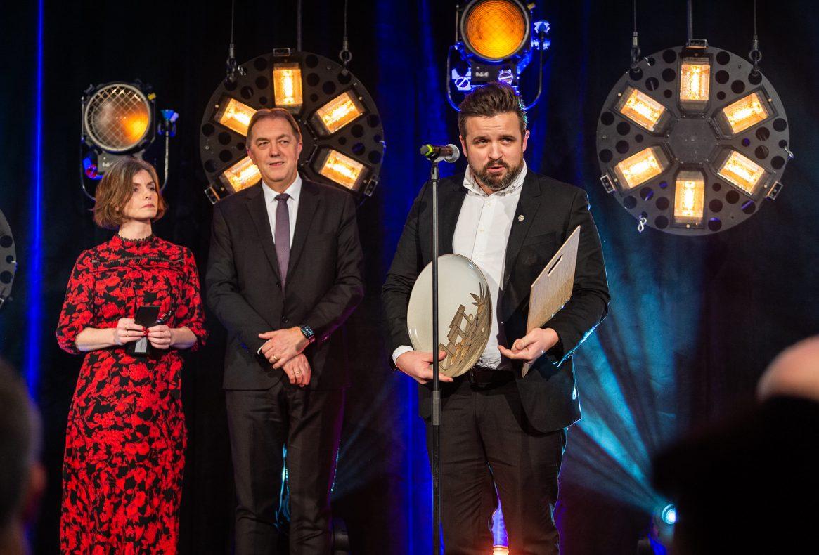 «Ølkjeks på boks» fra Ringnes Brygghus er kåret til Årets bakst 2019. I juryen har blant annet BKLF-direktør Gunnar Bakke sittet.