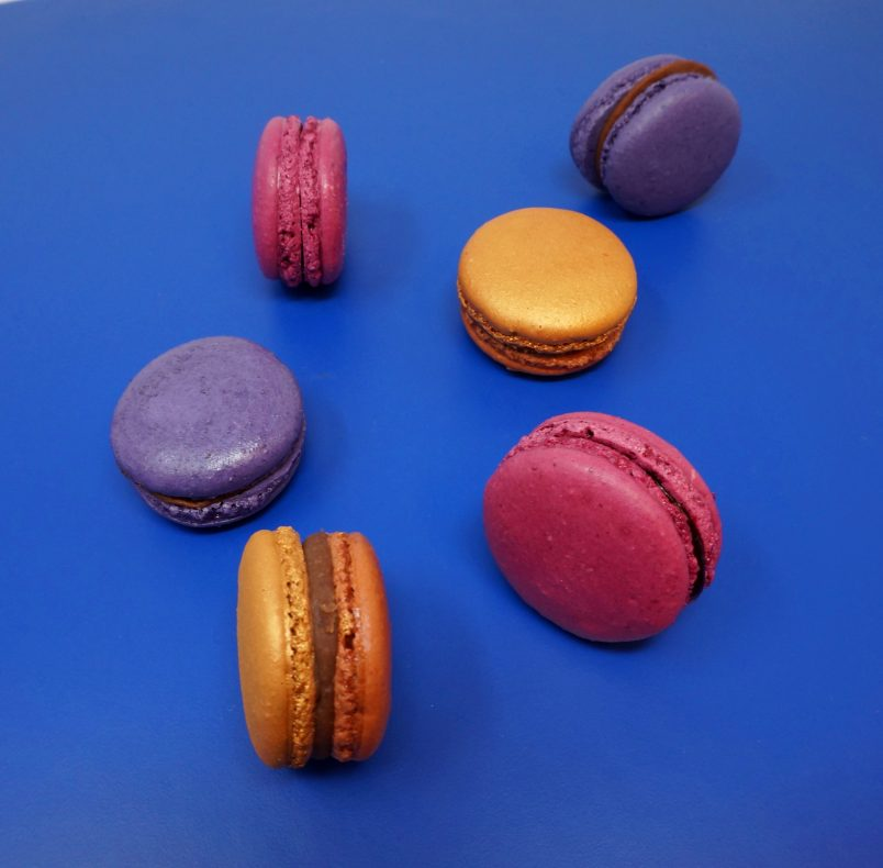 Augestad tilbyr makroner i ulike sesongbaserte smaker.