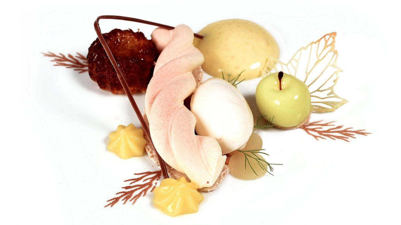 Det norske kokkelandslaget serverte denne desserten da de konkurrerte i kategorien Chefs table i OL. Den bestod av epler fra Hardanger, rømme, yuzu, hvit sjokolade og mandler.