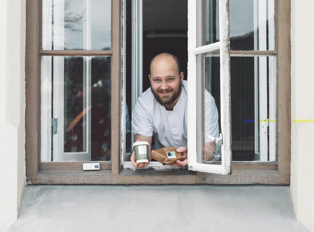 Frederic Klev i brødluka med nistepakker.